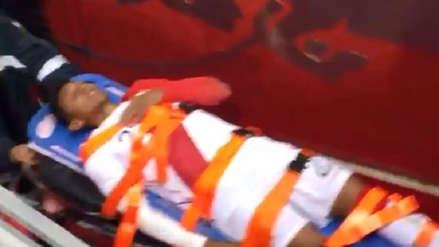 ¡Fuerza, 'Canchita'! Christofer Gonzales terminó lesionado y fue retirado en camilla de la cancha