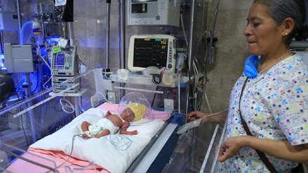 Una probabilidad entre 52 millones: mujer da a luz a quintillizos en hospital