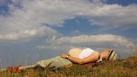 ¿Planeas un viaje y estás embarazada? Estas son las precauciones que debes tomar