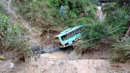 Huaico arrastra ómnibus interprovincial a un abismo en la provincia de Pataz