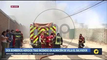 Dos bomberos resultaron heridos con quemaduras en incendio de almacén en Villa el Salvador