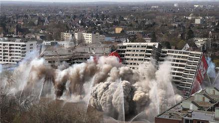Vídeos muestran la impresionante demolición de un edificio con 320 viviendas en Alemania