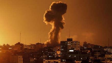 Israel bombardea Gaza en respuesta al lanzamiento de un cohete a una vivienda