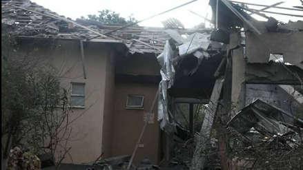 Al menos cinco heridos tras impacto de cohete en una vivienda en el norte de Tel Aviv