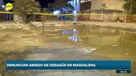Aniego de aguas servidas afecta a vecinos de Magdalena