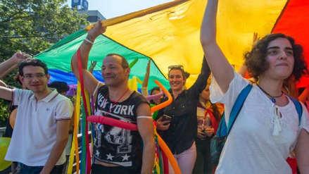 Gobernador de Puerto Rico firma orden que prohíbe las 'terapias de conversión' a homosexuales