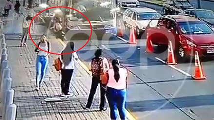 Joven fue embestida por un bus del Corredor Azul cuando intentaba cruzar la pista por su carril