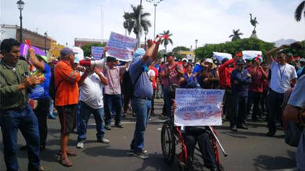 Huelga en Trujillo: cientos de trabajadores municipales exigen aumento de sueldos