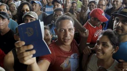 Unos 500 migrantes de diversas nacionalidades llegan a Panamá en su paso a Norteamérica