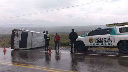 Accidente: Despiste de minivan dejó dos  heridos en la carretera Arequipa – Chivay