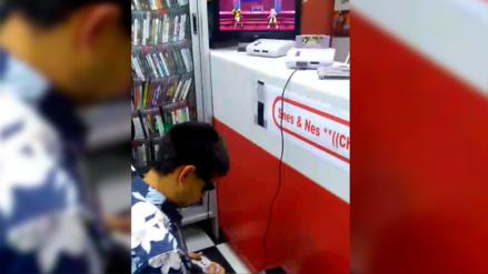 No hay límites: La historia del joven invidente que juega en Super Nintendo con la ayuda de su madre