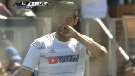 ¡Un regalo! El imperdonable 'blooper' del arquero de San José que terminó en gol de Carlos Vela