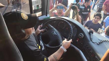 ¡No solo es DT! Diego Maradona llegó al hotel manejando el bus de Dorados