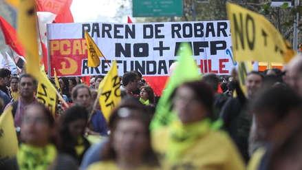 Miles de chilenos protestan contra las AFP: