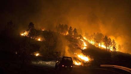 Al menos 30 bomberos mueren al intentar apagar un incendio forestal en China