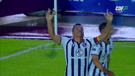 Esteban Paredes marcó el primer gol de Colo Colo ante Universidad Católica tras pase del 'Mago' Valdivia
