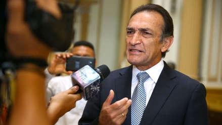 Mónica Delta acorraló a Héctor Becerril por situación laboral de exasesor