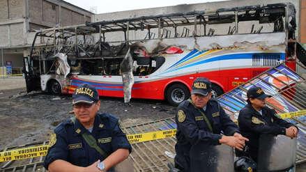 Poder Judicial dictó prisión preventiva contra conductor y ayudante de bus que se incendió en Fiori