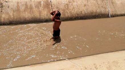 Lambayeque | Familias se bañan en canal de regadío por falta de agua en Íllimo