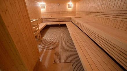 Sin pistola, ni esposas, ni ropa: Un policía atrapó a un fugitivo cuando se lo encontró en un sauna