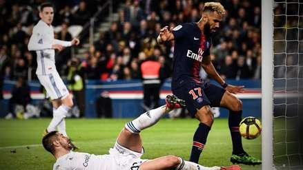 ¿Qué quiso hacer? Delantero del PSG evitó un gol de su equipo en la línea del arco rival