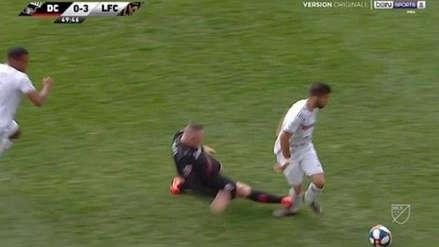 Wayne Rooney dio una criminal patada y fue expulsado recién por el VAR