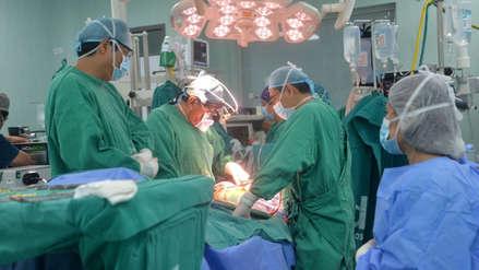 Paciente de EsSalud recibió implante de corazón que se trasladó de Arequipa a Lima