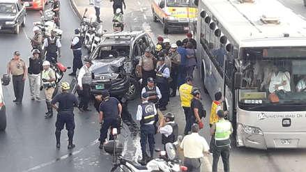 Dos Policías heridos por choque de patrullero con bus del Metropolitano