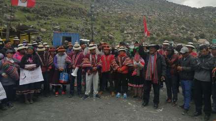 Comuneros de Challhuahuacho acuerdan desbloquear temporalmente la vía de ingreso a Las Bambas