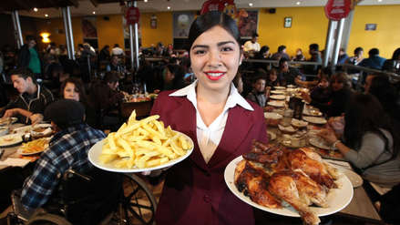 ¿Hora del almuerzo? Este es el precio del pollo rostizado en los principales supermercados