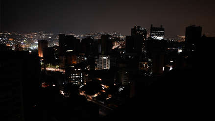 Un nuevo apagón deja a oscuras a casi toda Venezuela