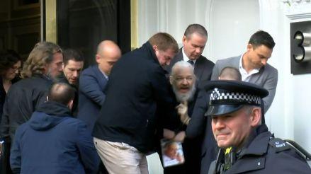 Julian Assange fue detenido en la Embajada de Ecuador en Londres
