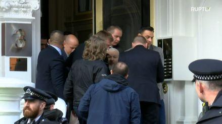 Así fue la detención de Julian Assange, el fundador de Wikileaks, tras perder su asilo político [VIDEO]