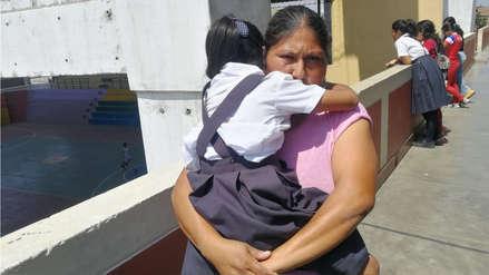 Madre denuncia que docente le jaló la oreja a su hija en colegio donde prohíben corte de Paolo Guerrero