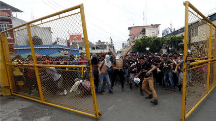 Unos 350 centroamericanos de caravana migrante ingresaron por la fuerza a México