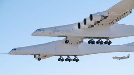 Stratolaunch, el avión más grande del mundo, alza el vuelo por primera vez