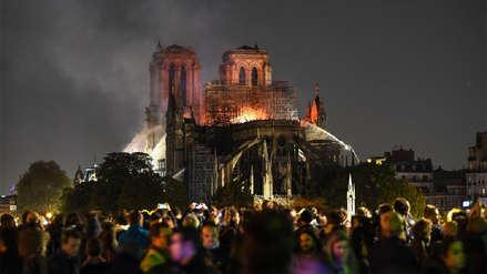 De Merkel a Trump: El mundo mira con impotencia el incendio que arrasa la catedral de Notre Dame