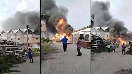 Incendio arrasó un depósito de reciclaje en Trujillo