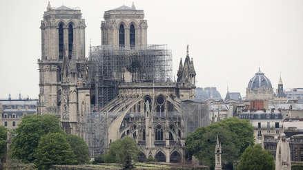 Los bomberos anunciaron la extinción total del fuego en Notre Dame