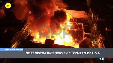 Así se ve desde el aire el incendio que consume galerías en el Centro de Lima [VIDEO]