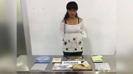 Profesora es capturada cuando iba a India con cocaína camuflada en libros infantiles