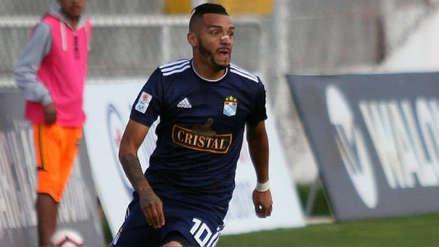 Patricio Arce vivió momento de tensión con barristas de Sporting Cristal en su regreso a Lima
