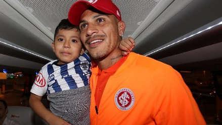 Paolo Guerrero cumplió sueño a pequeño hincha de Alianza Lima