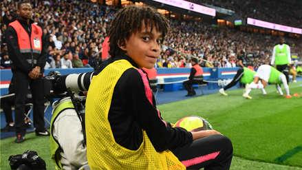 Hermano menor de Mbappé fue 'recogepelotas' en partido de PSG por Ligue 1