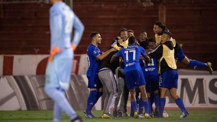 Emelec ganó 2-1 y eliminó a Huracán de la Copa Libertadores