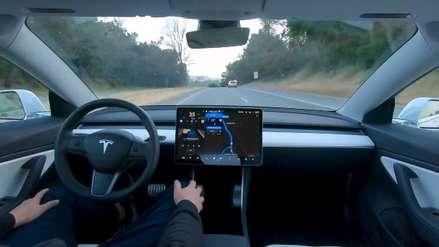 Tesla reveló su vehículo con autoconducción completa