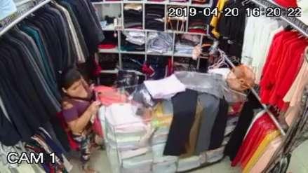 Trujillo: Cámaras captan a mujer robando ropa valorizada en más de 5 mil soles de centro comercial
