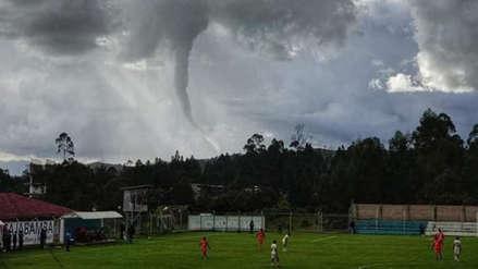 ¡Similar a un tornado! Un embudo de aire sorprendió a cajamarquinos