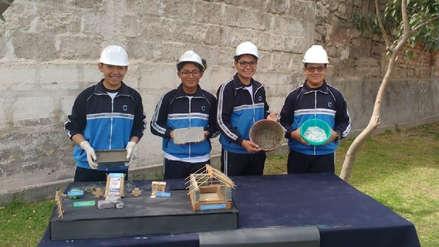 Escolares de Arequipa crean ladrillos con plástico reciclado que protege del frío y cuestan la mitad