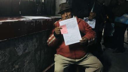 Arequipa |  Pacientes duermen en el exterior del hospital Goyeneche para conseguir una cita